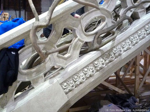 Monumental-Stairway-Beauty-and-the-Beast Film Set Design